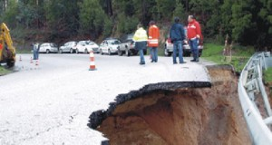 Deslizamento de terras cortou Estrada Nacional 17-1