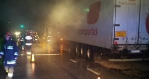 Incêndio em veículo pesado de transporte de matérias agrícolas