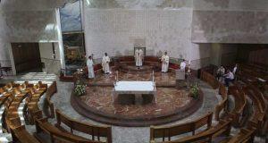 Covid-19: Conferência Episcopal suspende celebrações «públicas» da Missa a partir de 23 de janeiro